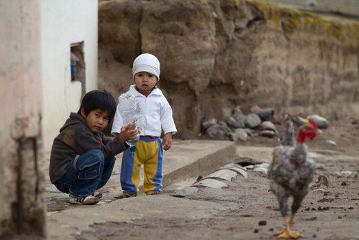 Kids playing in the street on our mountain bike tour Ecuador