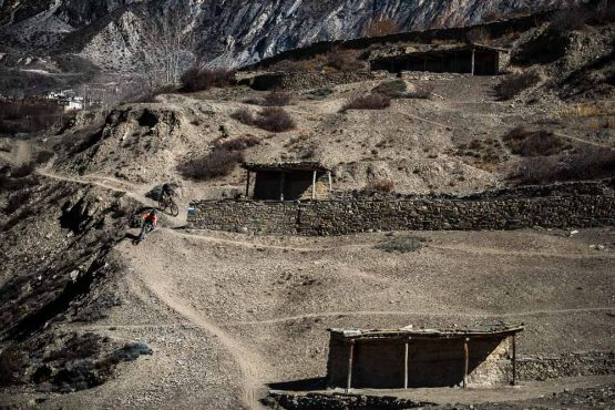 Mountain bike tour Nepal - stores and shelters