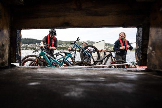 Mountain bike tour Norway - bike loading