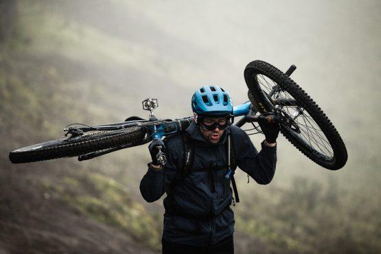 Hike-a-bike on our mtb vacation Ecuador