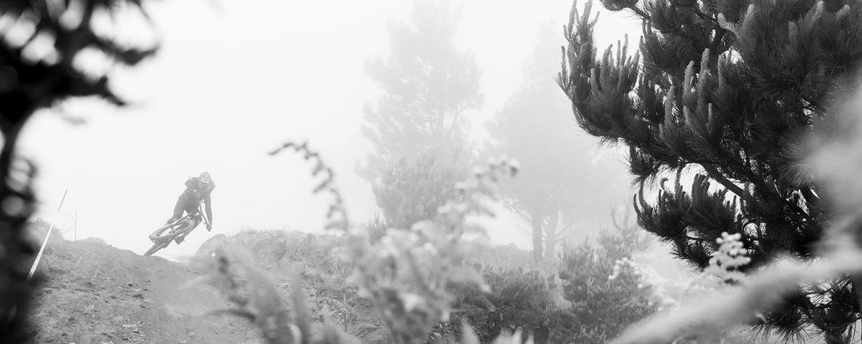 EWS Travel Madeira - Bar turns through the mist on EWS enduro trails