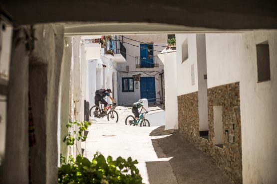 The dash to lunch - Mountain bike tour Spain