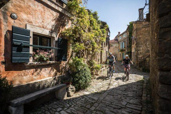 Grožnjan street riding E-MTB tour of Croatia