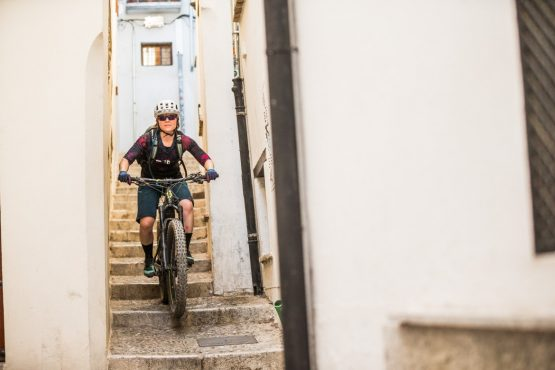 E-MTB tour of Spain squeezing through the streets