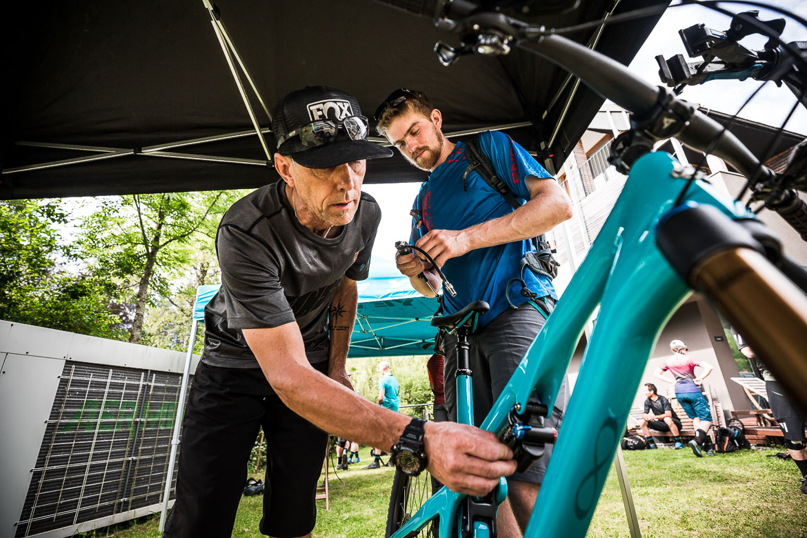 A Fox engineer helps with setup during the Yeti SB165 & SB140 press launch