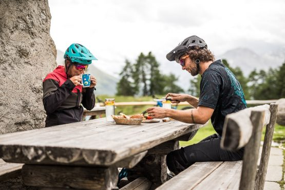 A quick snack stop on a E-MTB Tour In Switzerland