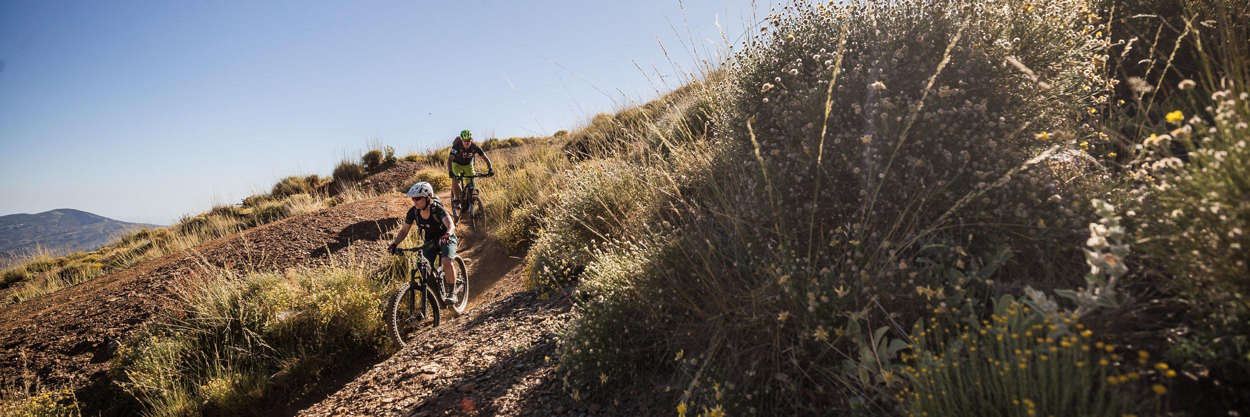 E-mountain bike tours, e-mountain bikers in Spain
